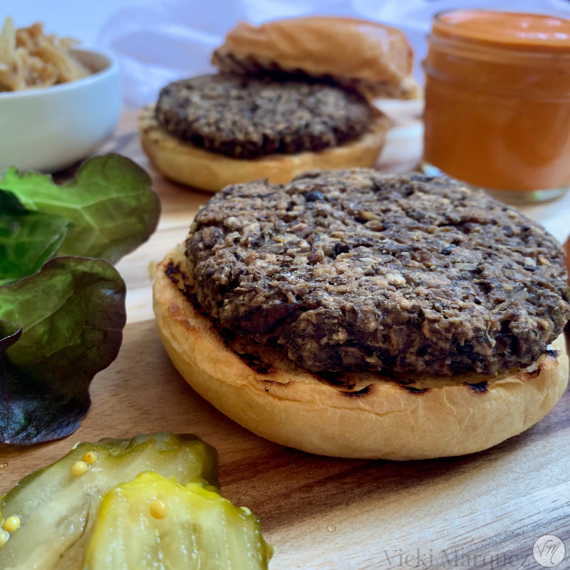 Portobello Lentil Burgers w Roasted Red Pepper Aioli VM1